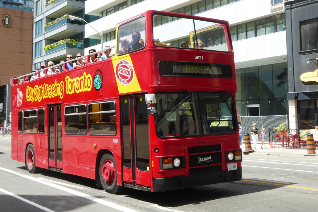 DH321 - Bus  Boat 6821 (757 UHG) - Toronto Bloor Street West - 6 Aug 2016